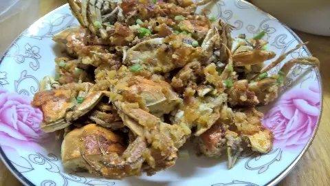 京江脐搭油炸螃蟹